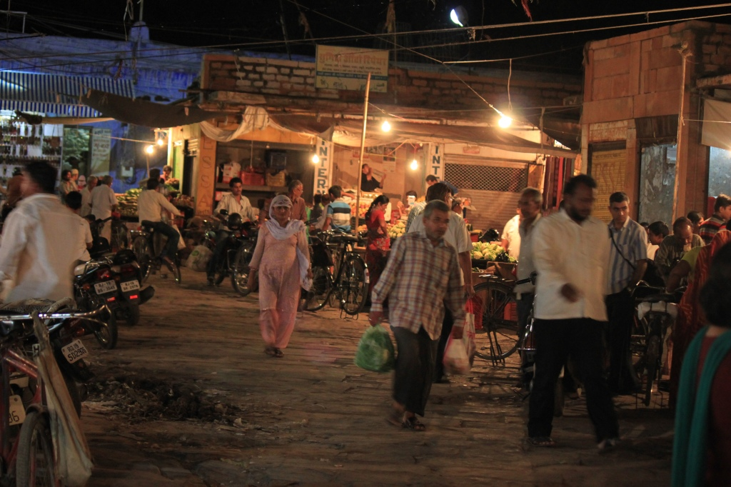 ... evening market shot, handheld so a little shakey, but you get the idea ...