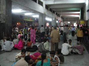 ... this shot by Raf Ignacio of Old Delhi Station ...